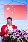图文:中国女子水球队送行会 主教练胡安讲话
