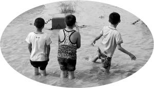 兰州/危险!黄河兰州段已进入主汛期,一些孩子仍在河边玩耍。本报...