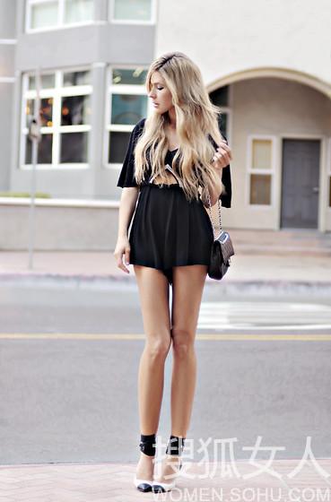 街拍 你露腿来我秀腰 柔软腹肌很带劲 时尚图片