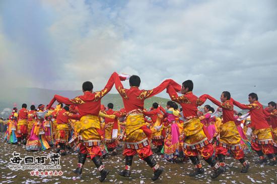 第十三届九色甘南香巴拉旅游艺术节昨日华丽开幕(图)