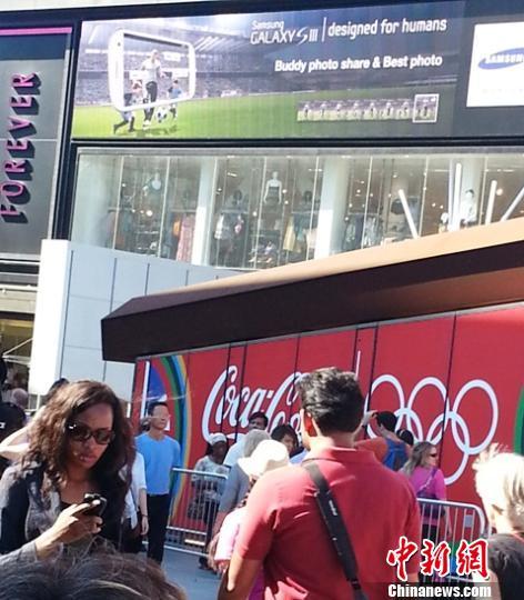 从斯特拉福特地铁站到奥林匹克公园,斯特拉福特商业城是必经之地。