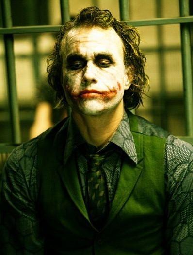 """《黑暗骑士》中的""""小丑""""已成经典反派角色."""