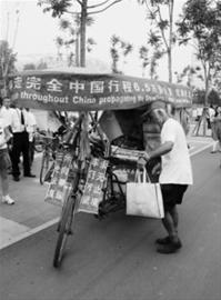 骑老人到伦敦的三轮火了过六旬11年行14万公马仙弟视频图片