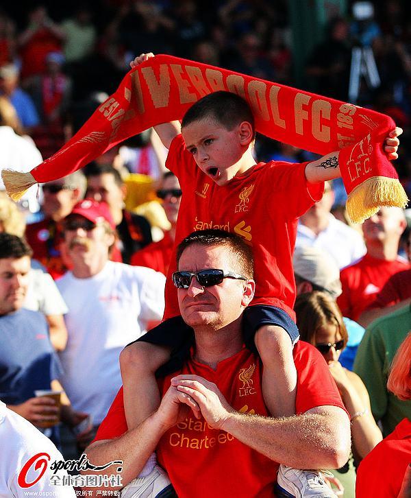 利物浦//12利物浦足球俱乐部的球迷在看球赛