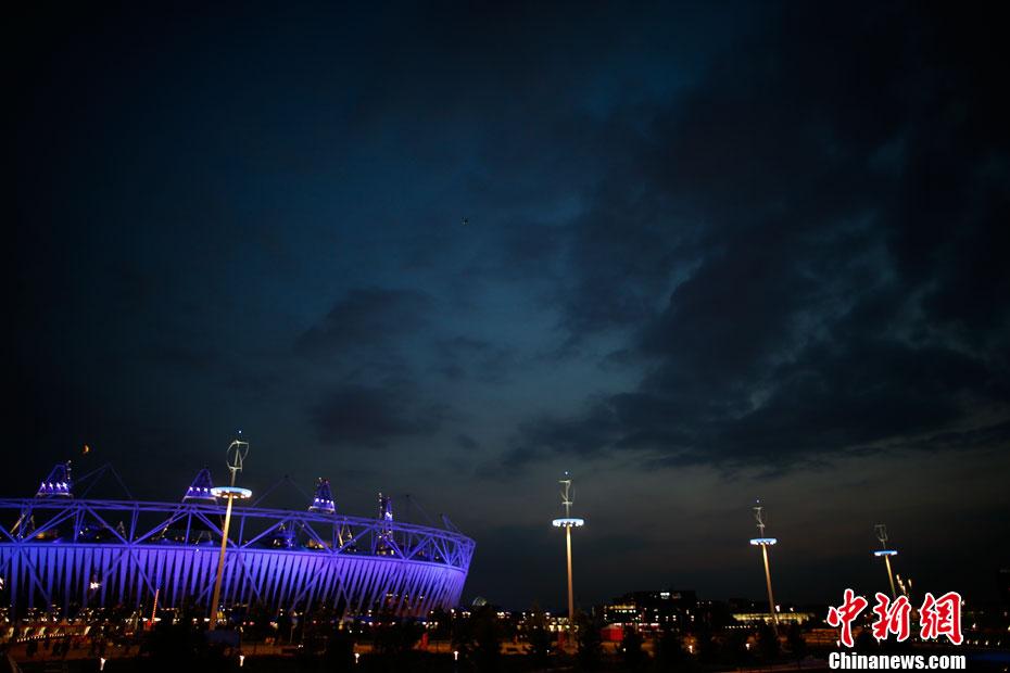华灯上,此时伦敦,夜撩人,在泰晤士河畔给你读夜色。