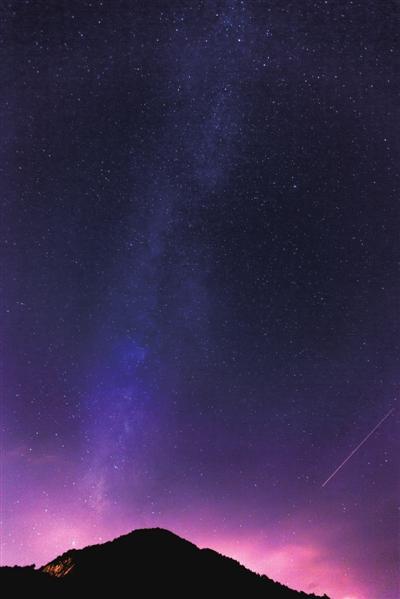 萧山夜空,繁星璀璨.见习记者张迪摄-繁星点点耀天空盛夏夜那个美