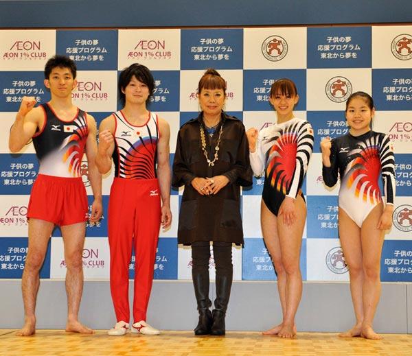 日本队出战2012伦敦奥运队服由日本著名设计师小筱弘子Hiroko Koshino设计