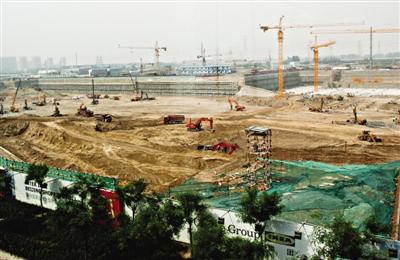 从2009年底拿地、2010年年底奠基至今,已过去近3年,英特宜家购物中心却刚完成挖地工作。实习生 杨程晨