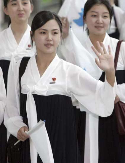 图:李雪主2005年以朝鲜代表团啦啦队的身份到访韩国仁川