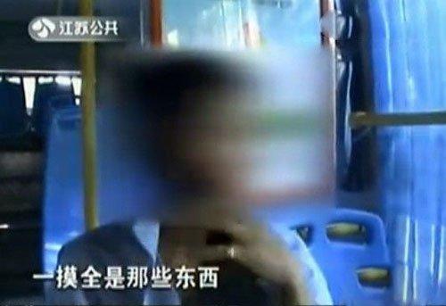 自慰 公交/女子公交上遭自慰男喷精液在头发