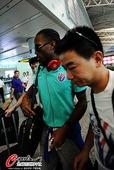 图文:上海申花队抵达广州 德罗巴抵达广州
