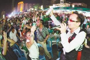 青岛啤酒节释放城市激情,成为市民狂欢的盛会。