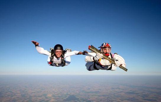 首次高空跳伞传递2012年伦敦奥运会