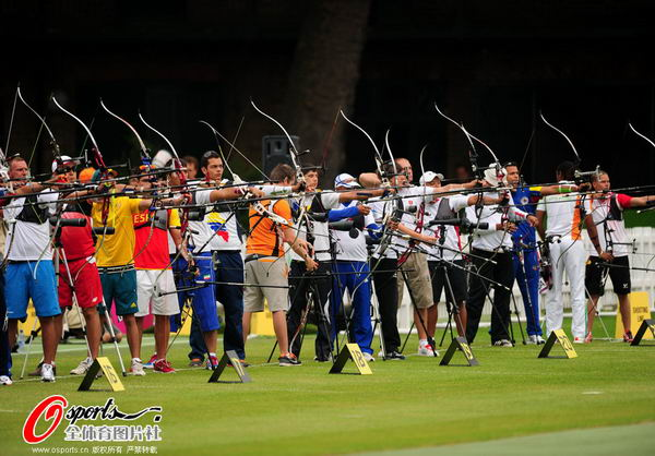 图文:中国代表团伦敦奥运首参战 比赛中