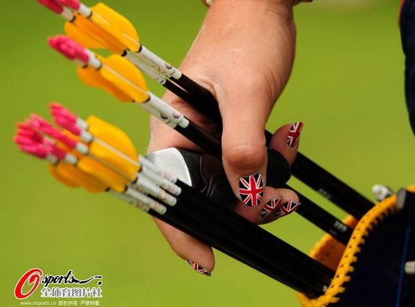 图文:女子射箭排位赛 威廉姆森英伦范美甲