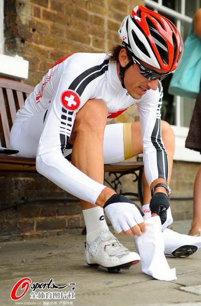 图文:瑞士自行车队训练 准备中