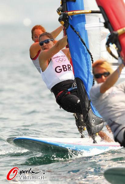 图文:英国帆船帆板队备战 帆板训练中