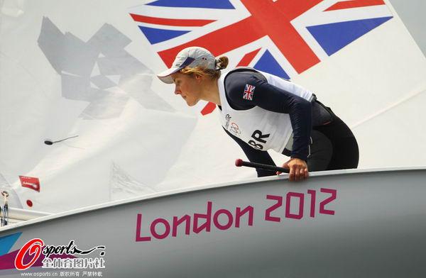 图文:英国帆船帆板队备战 海里有什么