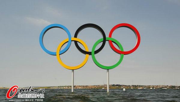 图文:英国帆船帆板队备战 海上的奥运五环