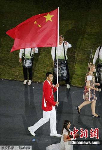 图为中国运动员入场。