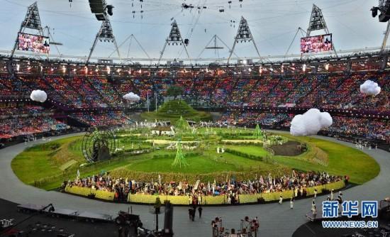 """7月27日,第三十届夏季奥林匹克运动会开幕式在伦敦奥林匹克公园主体育场""""伦敦碗""""举行。这是开幕式现场。 新华社记者刘大伟摄"""