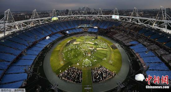 """当地时间7月27日,英国伦敦,2012年奥运会开幕式在""""伦敦碗""""隆重举行。"""