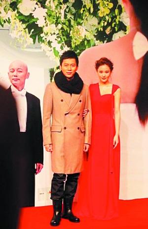 """日前两人一起录制安徽卫视""""爱情美剧盛典""""时上演一场浪漫的""""表白大戏"""