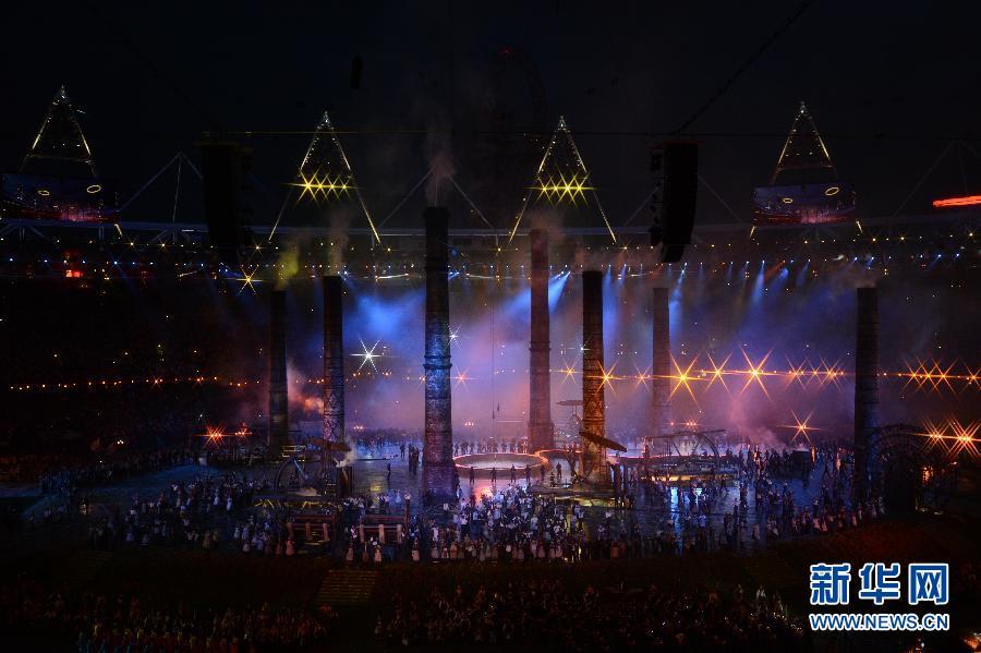 伦敦奥运会开幕 7月27日,第三十届夏季奥林匹克运动会在英国伦敦开幕。图为开幕式现场。 新华社记者王丽莉摄