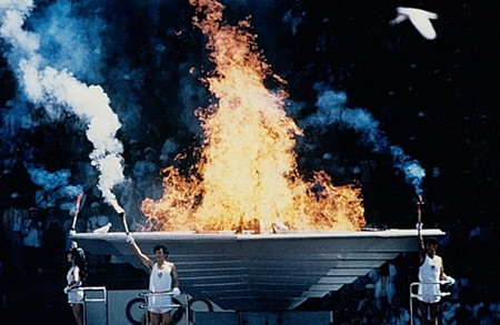 首尔奥运会开幕式中圣火烤白鸽