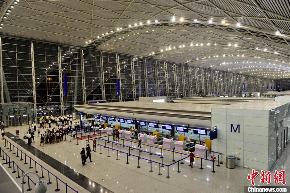 成都市内到双流机场_成都双流机场T2航站楼成功试运行(组图)-搜狐滚动