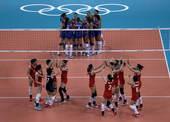 图文:中国女排击败塞尔维亚 中国队庆祝