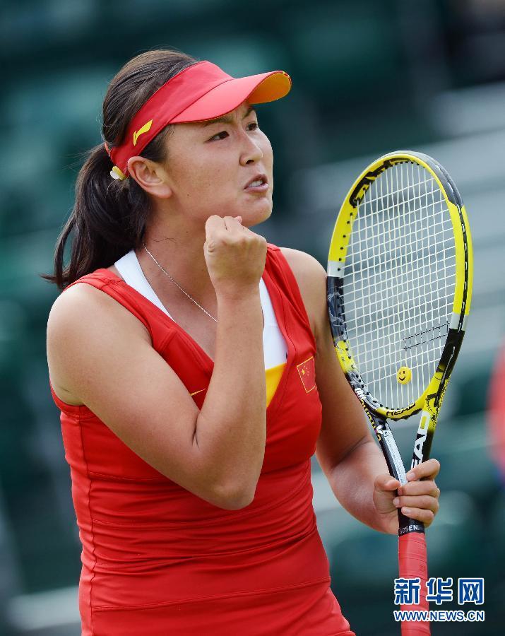 7月28日,彭帅在比赛中庆祝得分。当日,在2012伦敦奥运会网球女单第一轮比赛中,中国选手彭帅以2比1战胜中华台北选手谢淑薇,晋级下一轮。新华社记者陶希夷摄