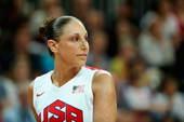图文:奥运会美国女篮亮相 陶乐西回头
