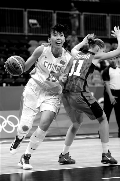 伦敦奥运会女篮小组赛,中国女篮经过艰苦的奋战最终以66比57战胜捷克队。