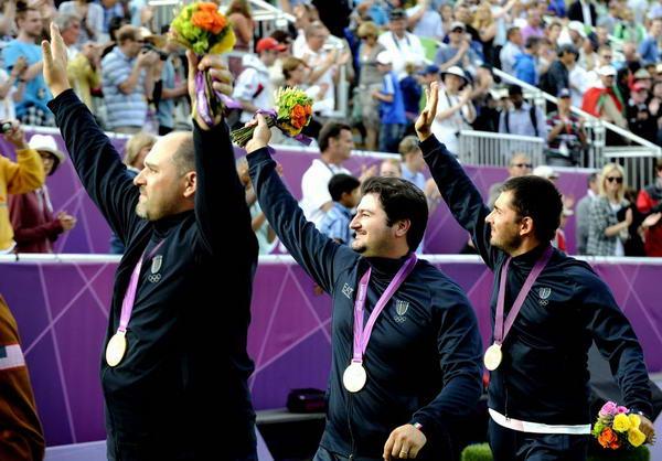 网球:击球意大利男团招手美国向正手险胜-搜狐图文观众射箭图图片