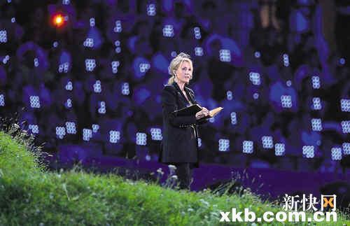 在奥运会开幕式,《哈利・波特》的作者J・K・罗琳向全世界朗读童话《彼得潘》。