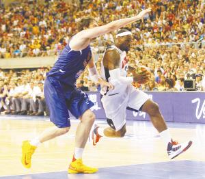 拥有超强阵容的美国男篮,热身赛大胜西班牙