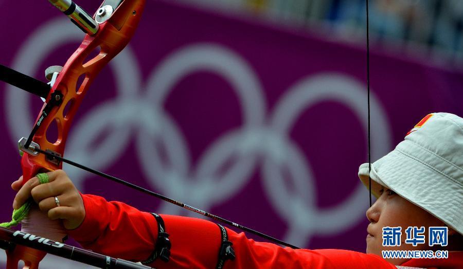 7月29日,中国选手徐晶获胜后露出笑容。当日,在伦敦奥运会射箭女子团体赛八分之一淘汰赛中,中国队以200环比199环战胜意大利队,成功晋级下一轮。 新华社记者格桑达瓦摄