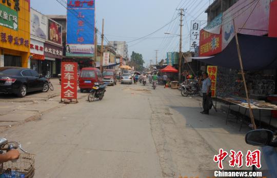 图为河北武安市灾后的南关街,现已恢复正常。马新民摄