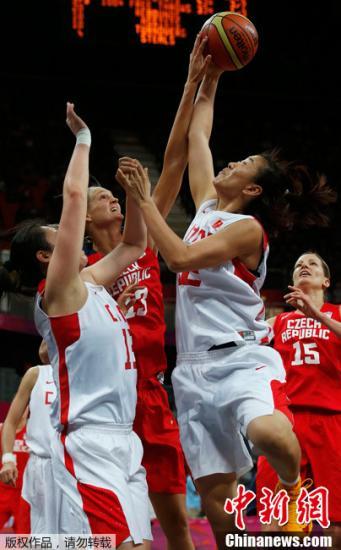 当地时间7月28日,伦敦奥运会女篮小组赛,中国女篮迎战小组赛首个对手捷克队。经过四节激烈的较量,中国女篮以66比57战胜捷克队,赢得开门红。