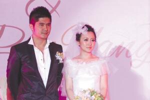 新郎是个大款   7月29日,潘长江女儿潘阳与恋爱三年的男友石磊在