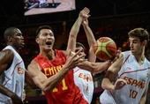 图文:中国男篮憾败西班牙 易建联进攻受阻