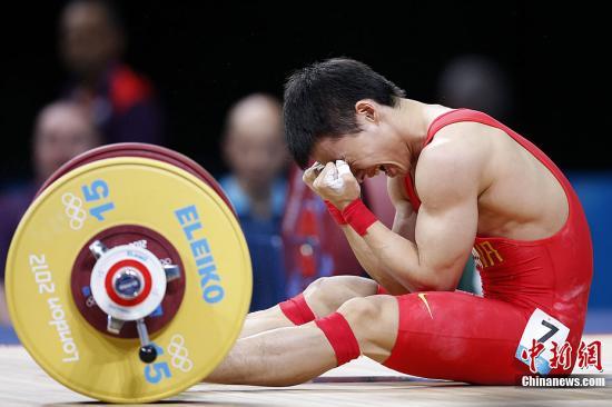 当地时间7月29日,中国选手吴景彪在伦敦奥运会男子56公斤级决赛中发挥失常,获得银牌。记者 盛佳鹏 摄