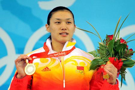 至于女子75公斤级金牌得主 曹磊 ,或许能够奔赴伦敦,但是这一次她的身份却已经变成了国家队助教。