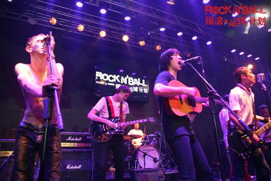 中英四乐队英伦单曲《BlueMoon》首发同台