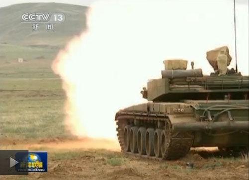 解放军新型坦克数秒内实现5发5中