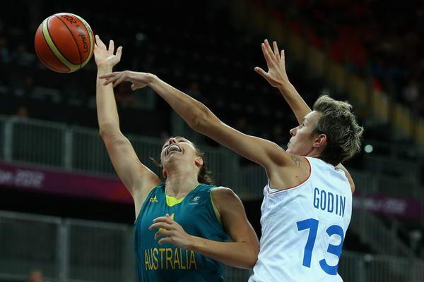 奥运图:澳大利亚女篮惜败法国 高丁盖帽