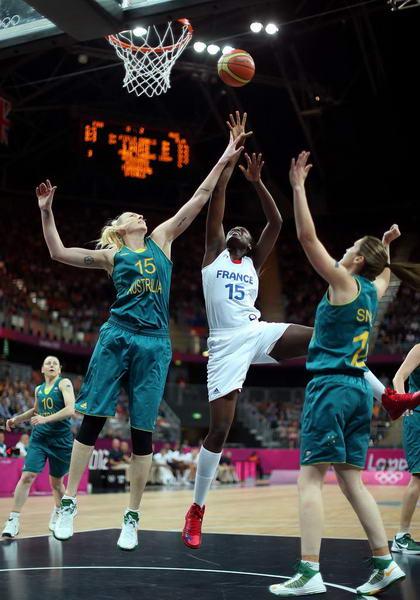 奥运图:澳大利亚女篮惜败法国 杰克逊盖帽