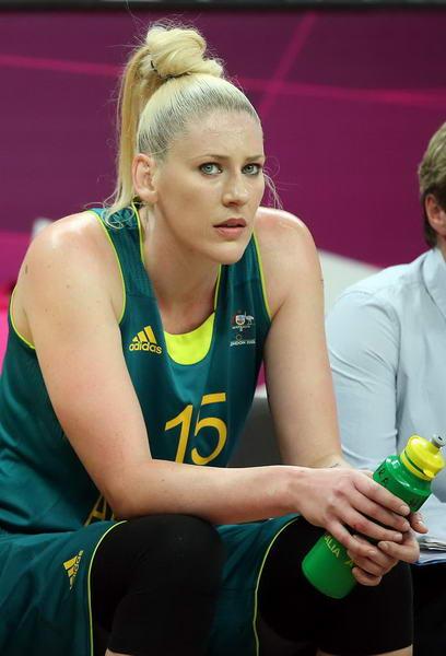 奥运图:澳大利亚女篮惜败法国 杰克逊休息