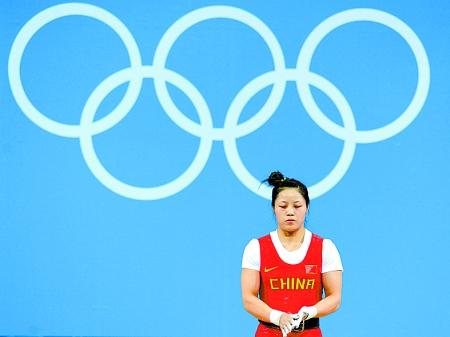 举重女子53公斤级,来自湖北的小将周俊29日因在抓举比赛中三次试举95公斤皆失败,未能完成比赛,遗憾地告别了伦敦奥运赛场。